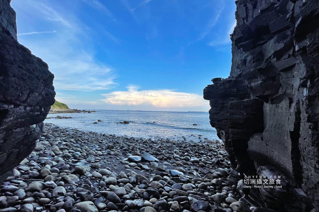 外垵海賊洞17 澎湖 外垵海賊洞美麗的傳說愛心岩洞板狀裂岩,退潮來賞石觀浪獨享靜謐地