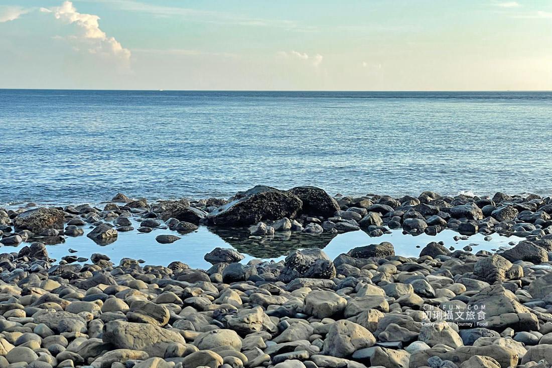 外垵海賊洞18 澎湖 外垵海賊洞美麗的傳說愛心岩洞板狀裂岩,退潮來賞石觀浪獨享靜謐地