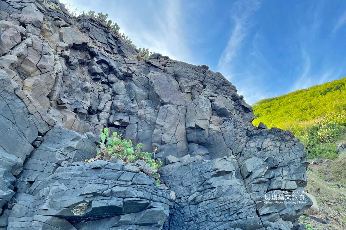 外垵海賊洞23 澎湖 外垵海賊洞美麗的傳說愛心岩洞板狀裂岩,退潮來賞石觀浪獨享靜謐地
