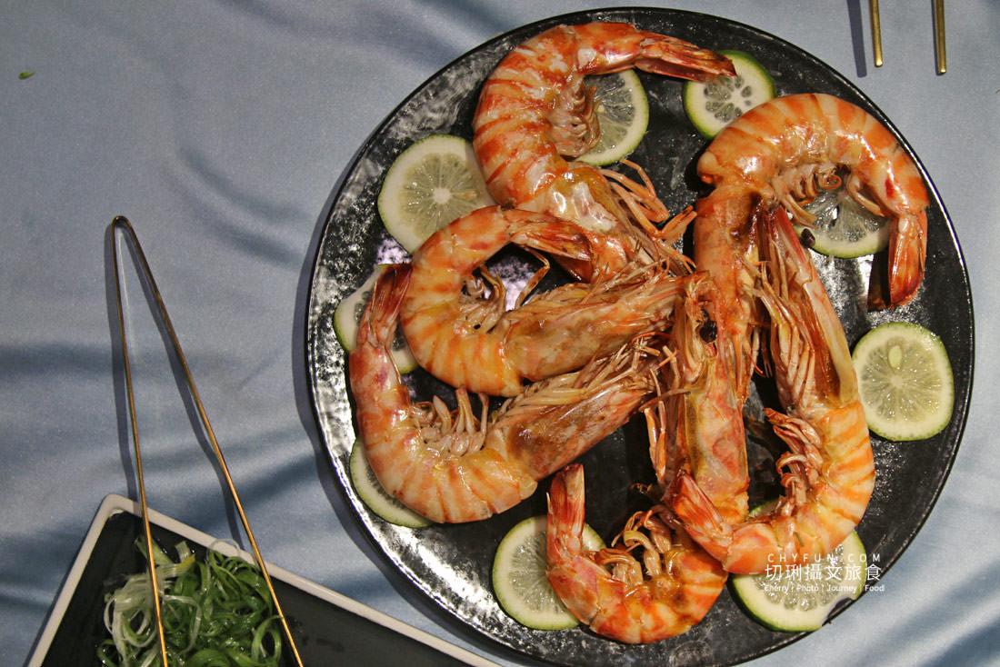 澎湖夜釣小管-海派對遊艇04-海派對遊艇晚宴餐點 澎湖 不一樣的夜釣小管行程在海上享受,海派對遊艇趴豪華出港