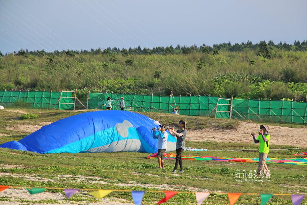 澎湖風箏節07 澎湖|澎湖風箏節為期一週在龍門後灣沙灘放風,各式大小造型風箏藍天箏藝