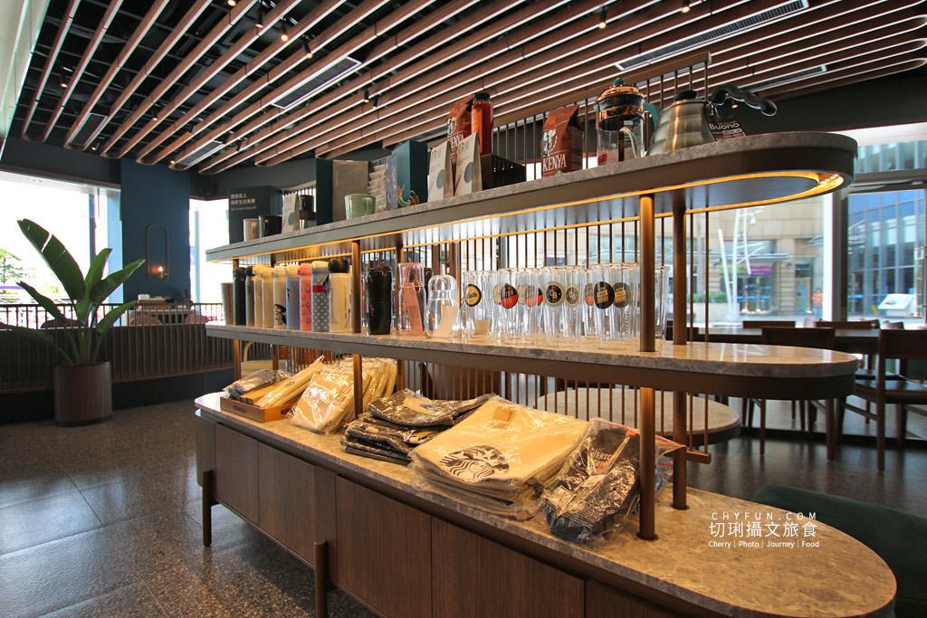 高雄旅遊、星巴克夢時代特色門市、星巴克、高雄咖啡廳09 高雄|夢時代星巴克海洋意象店新開幕,特色藝術牆好拍多款飲品現烤麵包高雄首發