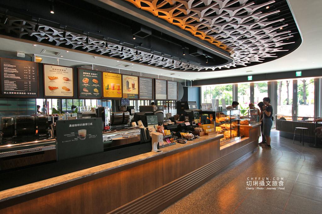 高雄旅遊、星巴克夢時代特色門市、星巴克、高雄咖啡廳15 高雄|夢時代星巴克海洋意象店新開幕,特色藝術牆好拍多款飲品現烤麵包高雄首發