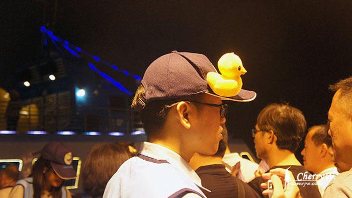1461755829-7bdb586aa1fee6b4b71aef4f36f6a82e 高雄|海上賞黃鴨.黃色小鴨遊港趴趴走之夜航行