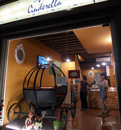 1461755882-25aec89bd5509bed5bff9be98aae3359 高雄|仙杜瑞拉鐵板甜點主題餐廳。夢幻與鐵板甜點之小餐廳