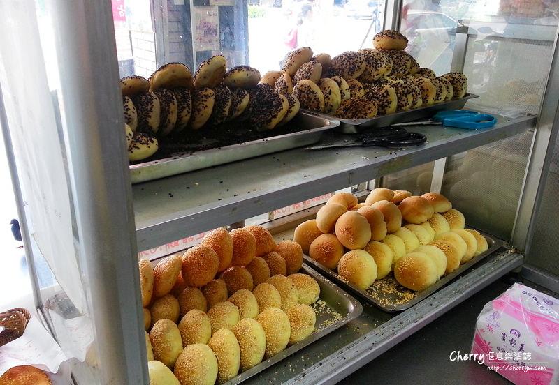 1461756159-5f06bc6ee063eb5baf6c6905d6c47a2e 高雄 康軒碳烤燒餅換新妝,碳烤燒餅好脆口
