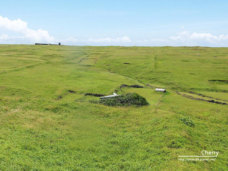 1461753720-04fa00ae70afcb7ed9e2f6caeac963a2 澎湖|東吉島上飛機殘骸,曾經軌跡即將被草遮蔽成為歷史