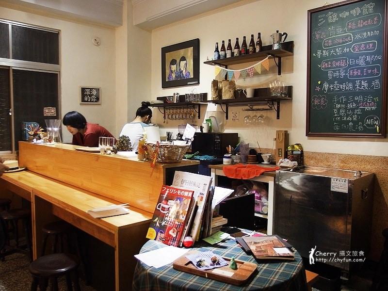 1461756806-6ad905219299a713210bcc8cf7e9369d 高雄 三餘書店TaKaoBooks,輕食咖啡廳融合獨立書店的複合式老屋空間