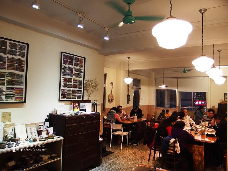 1461756810-915bc8ef7b0b5ace96294896695bf79a 高雄 三餘書店TaKaoBooks,輕食咖啡廳融合獨立書店的複合式老屋空間