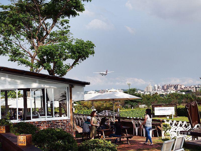 1461757188-9bbe289faf1bedd9bb3a6c6490f4969d 高雄|淨園機場咖啡休閒農場,看飛機吃下午茶,悠哉一下午