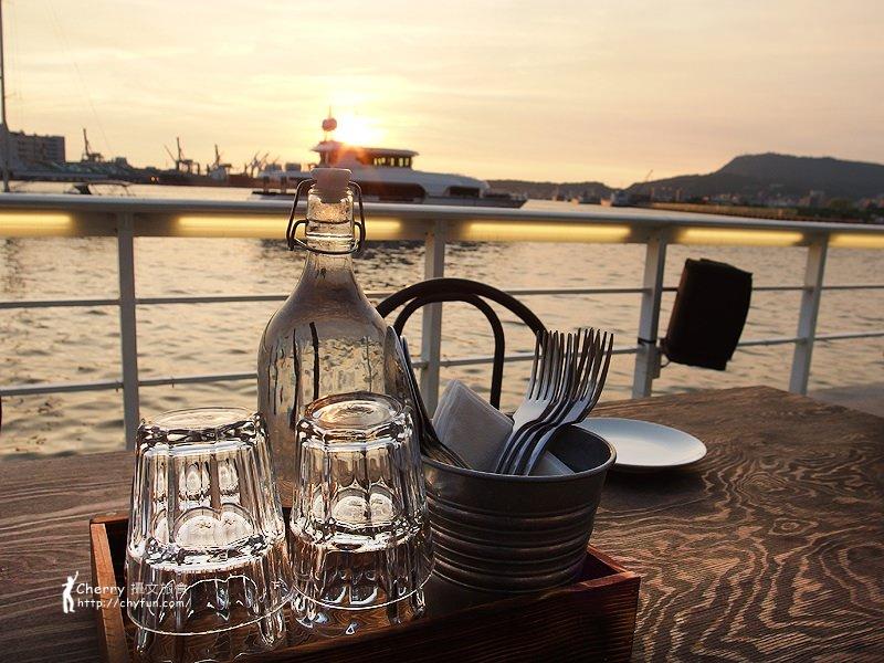 1462868409-9f2d2ff5a643e5f419f63d3aa8046d17 高雄|Mr. Oyster 蠔蠔先生,私人遊艇與法國生蠔結合的海景餐廳