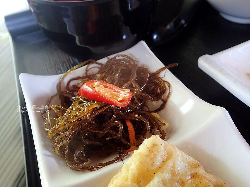 1468063827-40d329909d9cc7e585b358dd77c47bfd 屏東|小琉球島上船造型的金獅子餐廳,饗用特色餐點