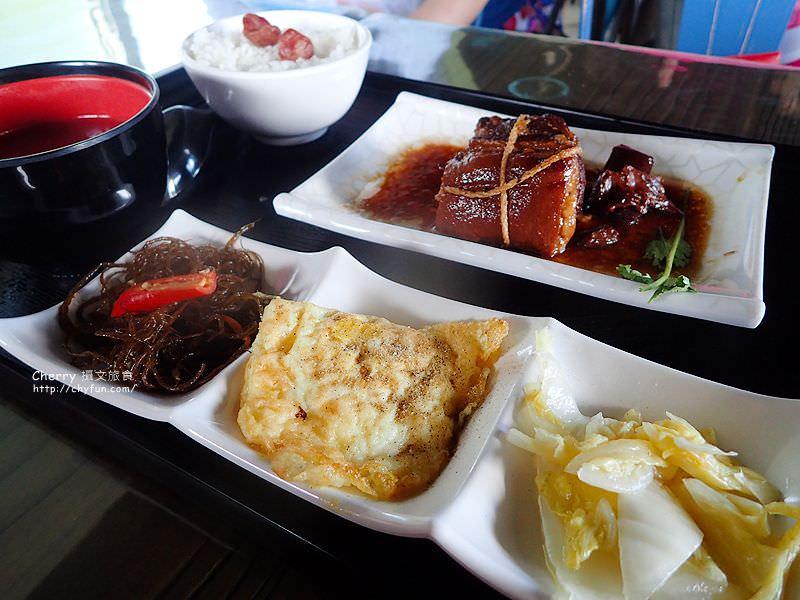 1468167175-5468ef73ab4d0bc7a2fbcf0637d66067 屏東|小琉球島上船造型的金獅子餐廳,饗用特色餐點