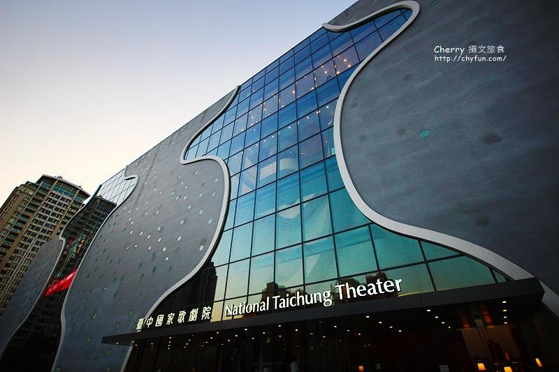 1480070536-245831d1e6264e8c273d5c03ae7fe6fe 台中|國家歌劇院伊東豊雄的劇場夢,倘躺巨型懶骨頭放鬆看展