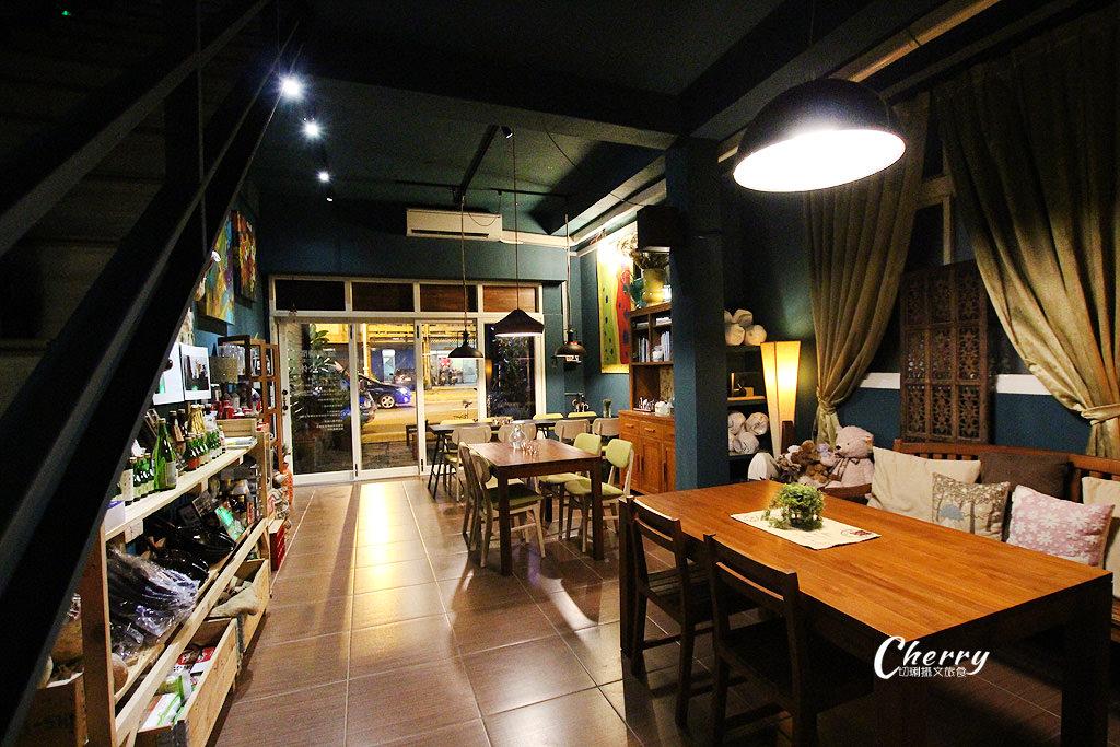 20170913172451_40 高雄 中西合併有鹹熱食、甜點的咖啡館,就在舒適的TED KING GARAGE CAFE