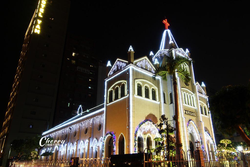 20171206055950_15 高雄 鹽埕教會點燈耶誕,繽紛亮眼多人玩夜拍