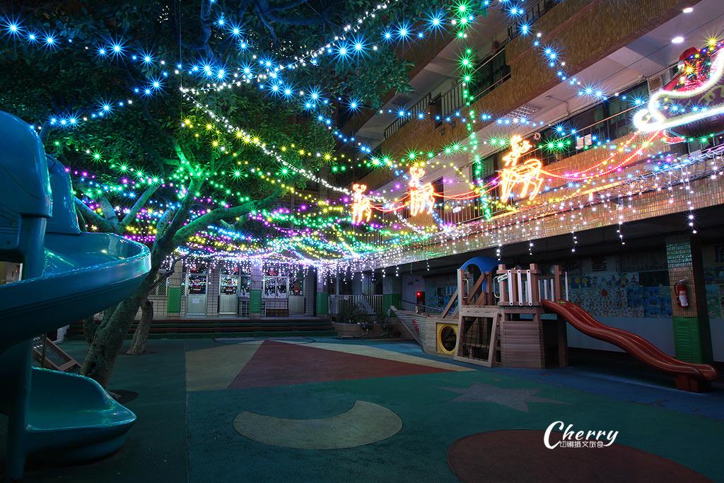 20171206055959_100 高雄 鹽埕教會點燈耶誕,繽紛亮眼多人玩夜拍