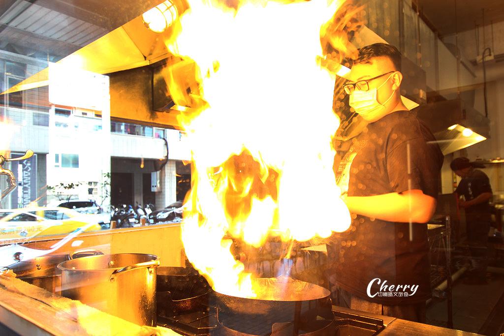 20171227210437_54 高雄 噴火秀的日本拉麵,就來札幌炎神拉麵品嚐