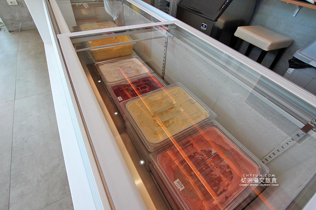 20180616183059_15 澎湖|大菓葉冰淇淋文化館,在依山傍海的純白建築玻璃屋吃冰喝咖啡