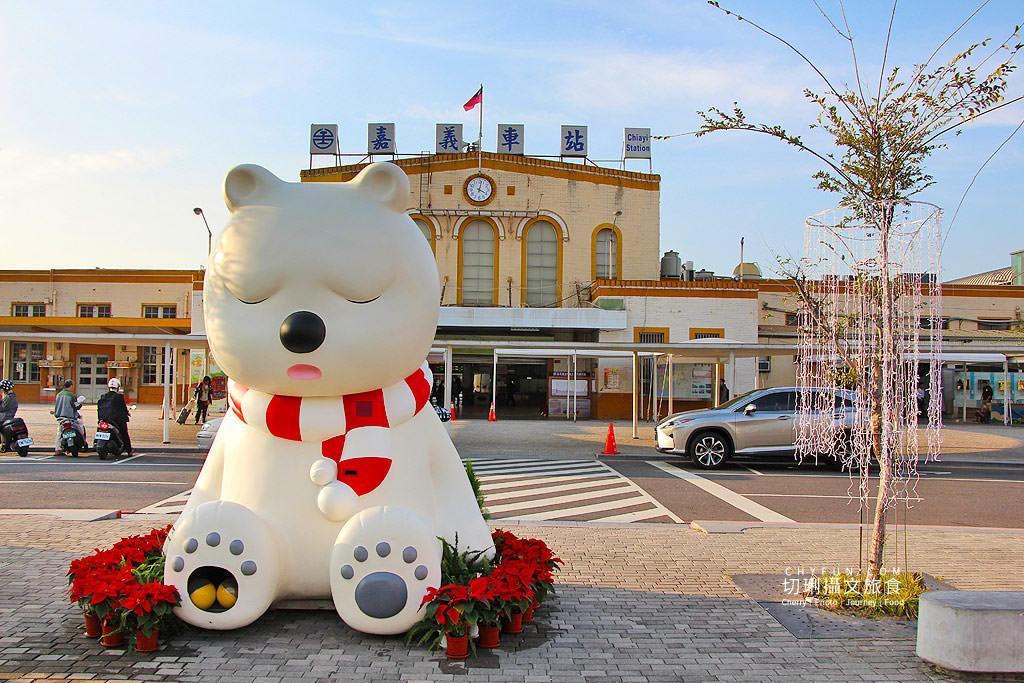 20191218031543_37 嘉義|嘉義車站三米高沉睡白熊回嘉迎賓,聖誕點燈報佳音歡迎光林