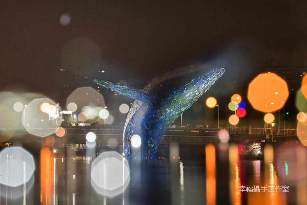 20200331012054_87 高雄 愛河愛之鯨躍出水面隨你拍,15噸回收垃圾驚奇創意新意義