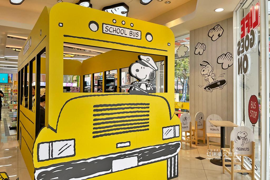 7-11史努比門市高雄09 高雄|7-11史努比門市每個角落都可愛,SNOOPY主題分布天花板牆面超好拍